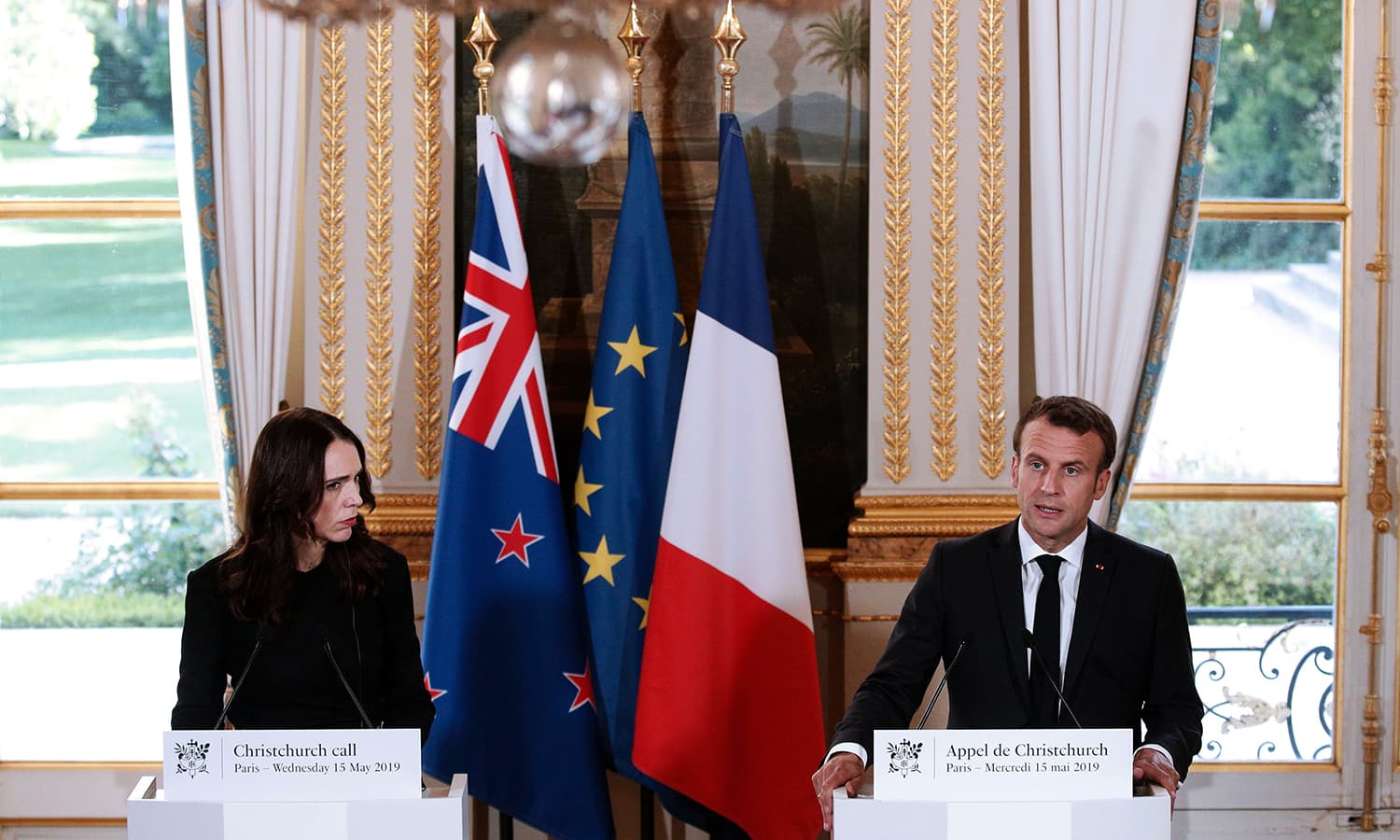 "New Zealand's Prime Minister Jacinda Ardern (L) and French President Emmanuel Macron (R) hold a press conference for the launch the global ""Christchurch Call"" at the Elysee Palace in Paris on May 15, 2019. ─ AFP"