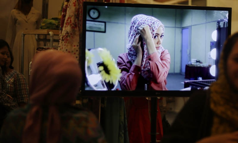 پرائمری اسکولوں میں ہیڈ اسکارف پر پابندی مسلمان لڑکیوں کیلئے تفریق کا سبب بنی گی، ایگو — فائل فوٹو / اے پی