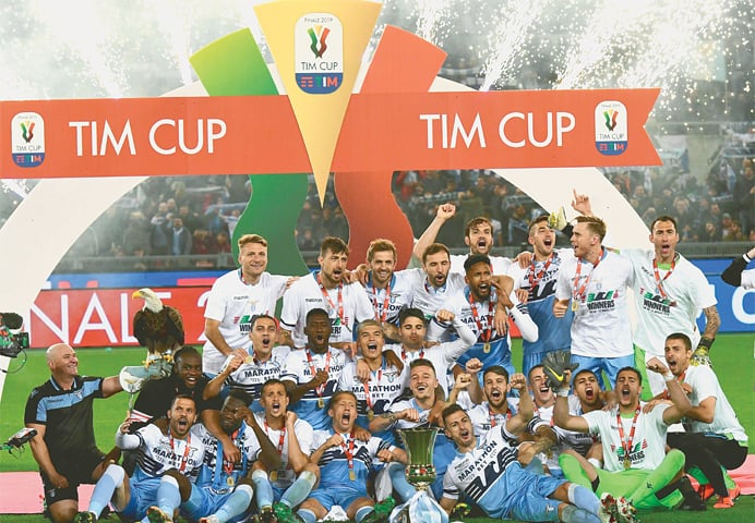 ROME: Lazio players celebrate with the Coppa Italia trophy after beating Atalanta in the final at the Olympic Stadium.—AFP