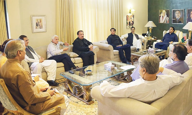 ISLAMABAD: Pakistan Peoples Party chairman Bilawal Bhutto-Zardari chairs the core committee meeting at Zardari House on Friday.—INP