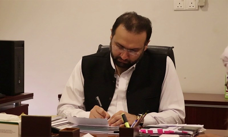 The Khyber Pakhtunkhwa Bar Council on Saturday put its weight behind the protesting doctors in the province and called upon the provincial government to remove health minister Dr Hisham Inamullah.  ─ Photo courtesy YouTube screengrab