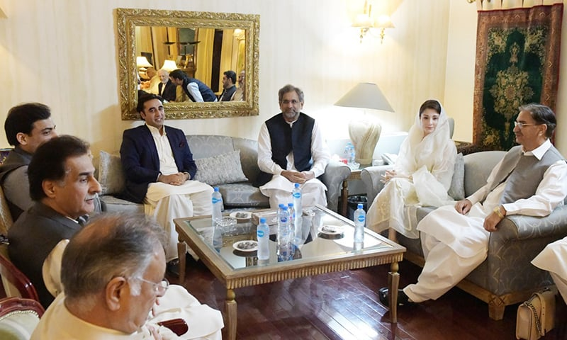 Opposition parties' leaders engage with each other after the iftar-dinner at Zardari House. — Photo courtesy: PPP media cell