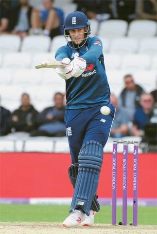 LEEDS: England batman Joe Root pulls during the fifth ODI against Pakistan at Headingley on Sunday.—AP