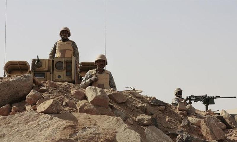 یمن سرحد پر سعودی فوجی پہرا دے رہے ہیں — فائل فوٹو/اے پی