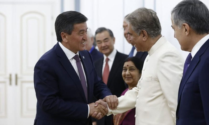 Foreign Minister Shah Mahmood Qureshi greets Kyrgyzstan President Sooronbay Jeenbekov in Bishkek. — Photo courtesy Radio Pakistan