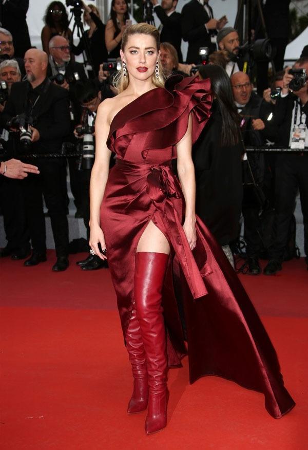 اداکارہ امبر ہرڈ بھی نہایت منفرد انداز میں ریڈ کارپٹ پر جلوہ گر ہوئیں