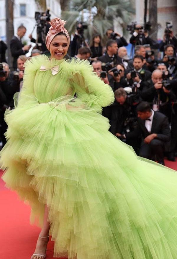 اداکارہ نے اپنے ریڈ کارپٹ کے دوسرے روز سبز رنگ کا گاؤن زیب تن کیا