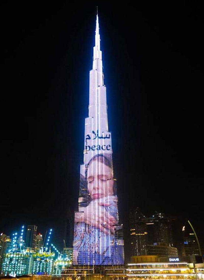جیسنڈا آرڈرن کی اسی تصویر کو برج خلیفہ پر بھی سجایا گیا تھا—فوٹو: انسٹاگرام