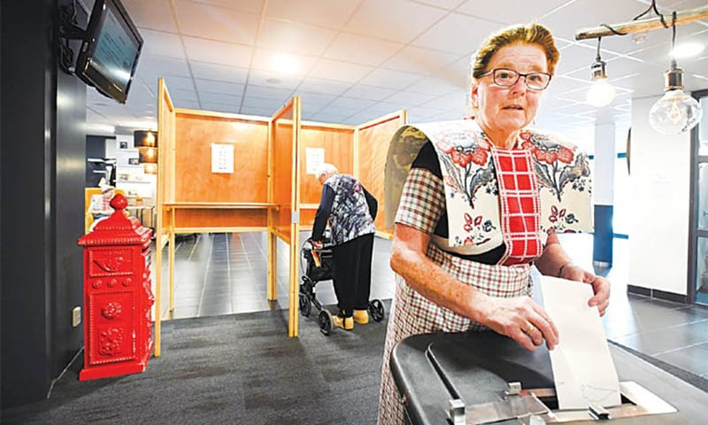 Bunschoten (Netherlands): A woman dressed in a traditional costume casts her vote on Thursday. — Reuters