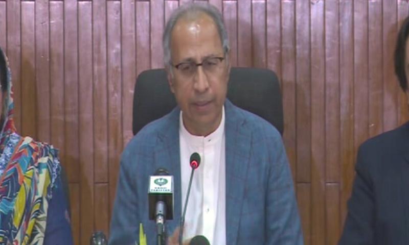 حکومت نے گردشی قرضوں میں ماہانہ 12 ارب روپے کی کمی کی ہے، مشیر خزانہ—اسکرین شاٹ/ ڈان نیوز