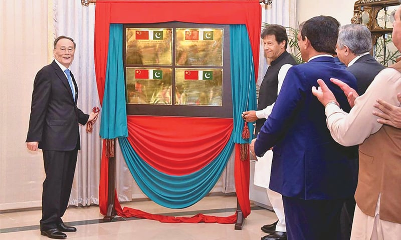 ISLAMABAD: Prime Minister Imran Khan and Chinese Vice President Wang Qishan unveiling a plaque to inaugurate some projects. — APP