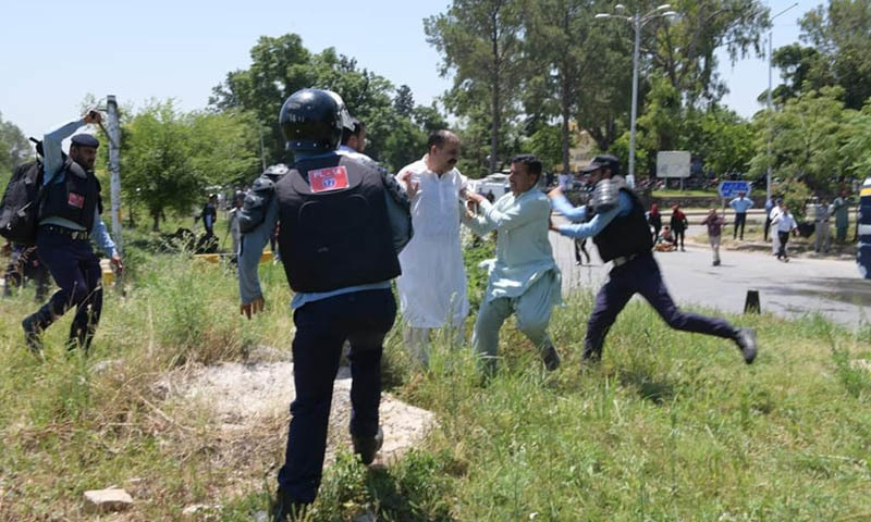 A scuffle erupted between police and party workers on Wednesday before PPP Chairman Bilawal Bhutto Zardari appeared before NAB in Islamabad. — Photo courtesy PPP Twitter