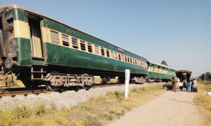 Bogies of Jaffar Express lie derailed at Pindora about 6km from Gujar Khan on Wednesday. — Dawn