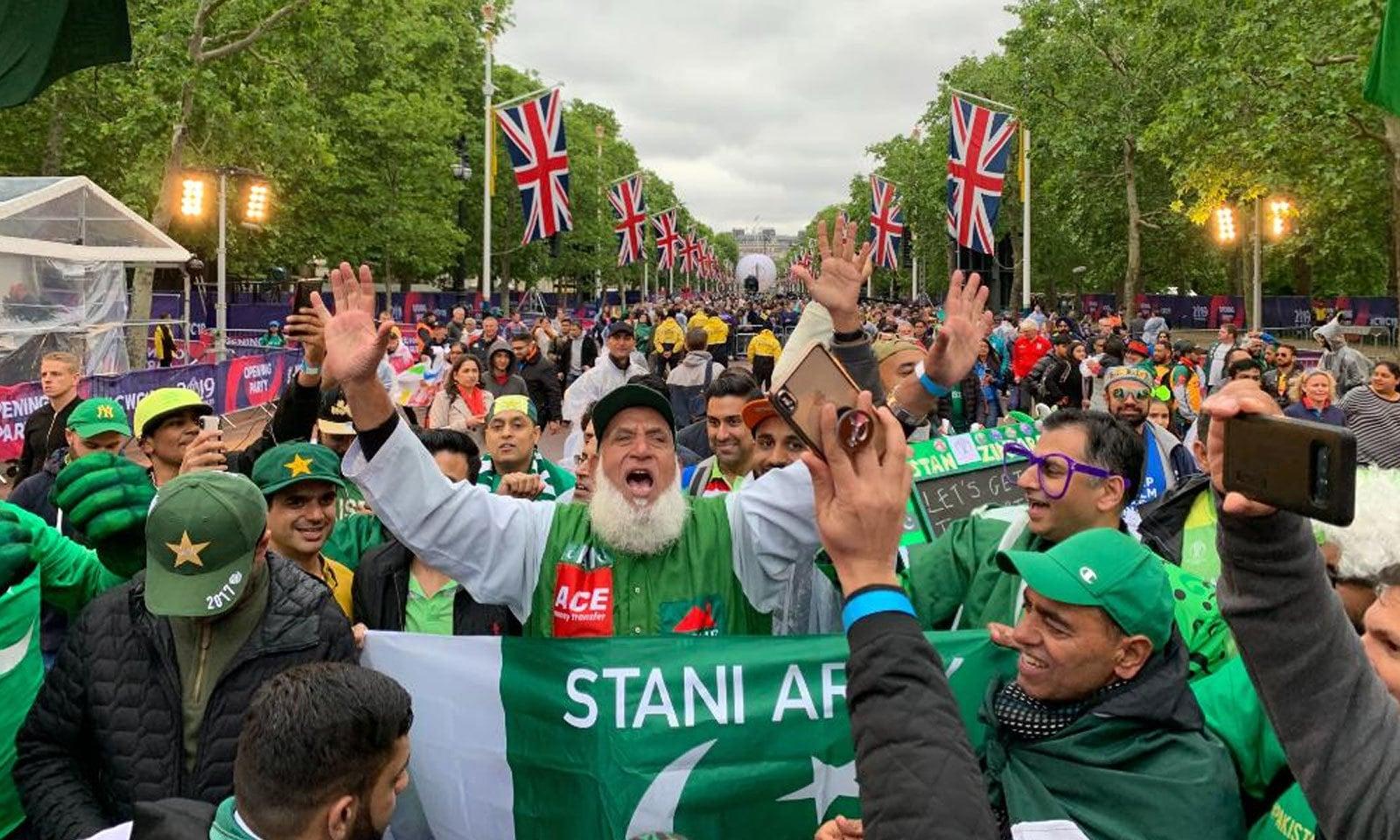 تقریب میں پاکستانیوں کی بھی بڑی تعداد نے شرکت کی — فوٹو: ورلڈ کپ ٹوئٹر