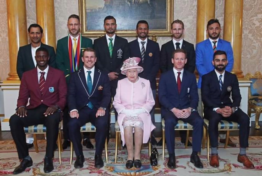 Sarfaraz Ahmed stands out in a white kurta while meeting the
