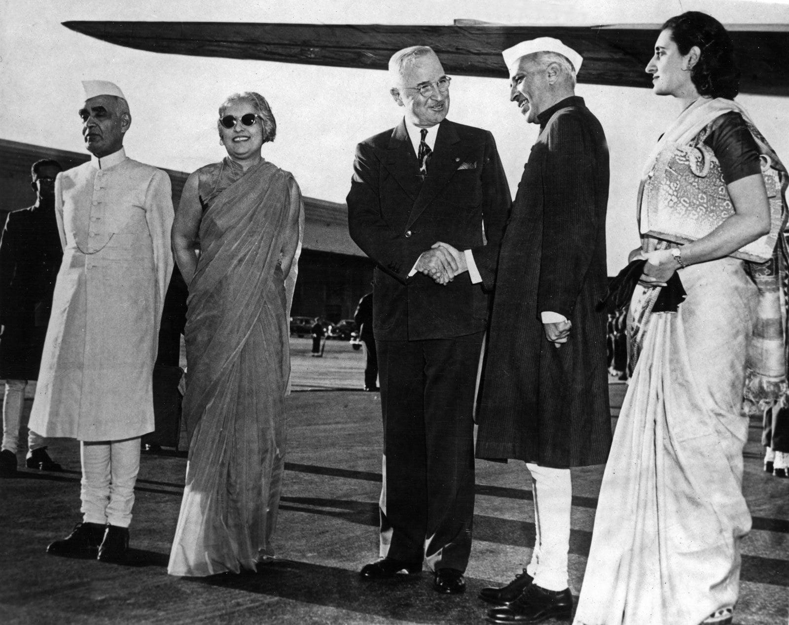 جواہر لال نہرو امریکی صدر ہینری ایس ٹرومین سے 1949 میں ملاقات کے دوران—فوٹو: انسائکلو پیڈیا برٹینیکا
