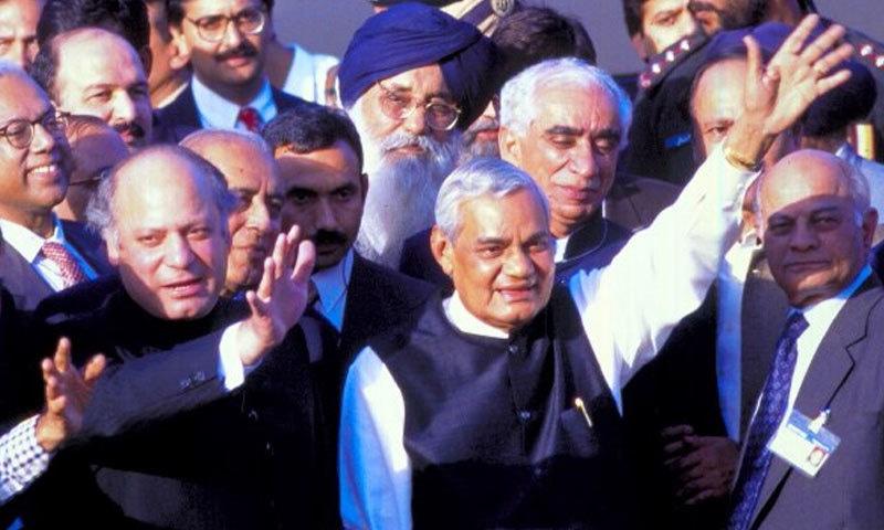 اٹل بہاری واجپائی بس کے ذریعے پاکستان کا دورہ کرنے والے پہلے اور آخری وزیر اعظم ہیں—فوٹو: انڈیا ٹوڈے