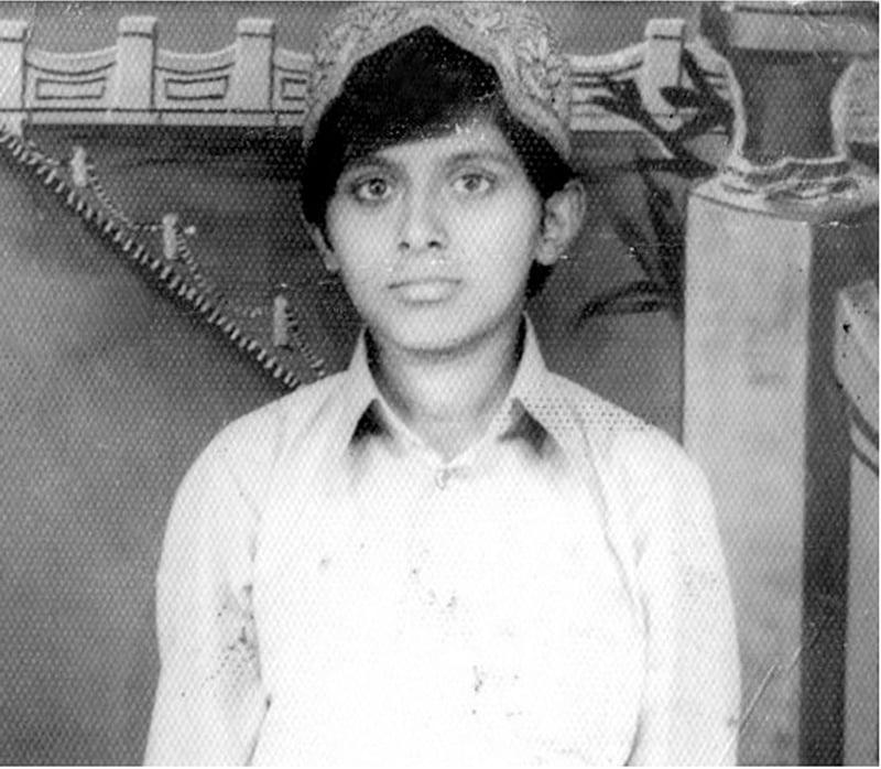 میں نے 1975ء میں عید کے موقعے پر یہ تصویر کھنچوائی—تصویر عبیداللہ کیہر