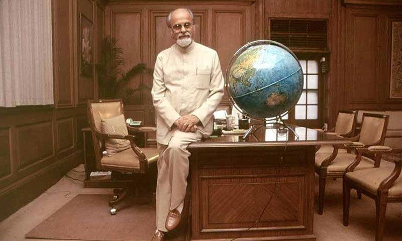 آئی کے گجرال راجیہ سبھا کے تیسرے رکن تھے جو وزیر اعظم بنے—فوٹو: آؤٹ لک انڈیا