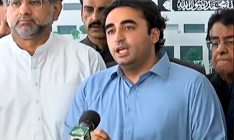 PPP Chairman Bilawal Bhutto-Zardari on Friday raised questions over the absence of production orders for MNAs Ali Wazir and Mohsin Dawar. ─ DawnNewsTV