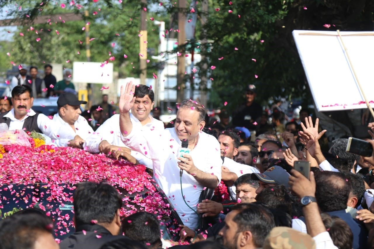 Aleem Khan being greeted by supporters upon his release on bail | Aun Jafri, White Star