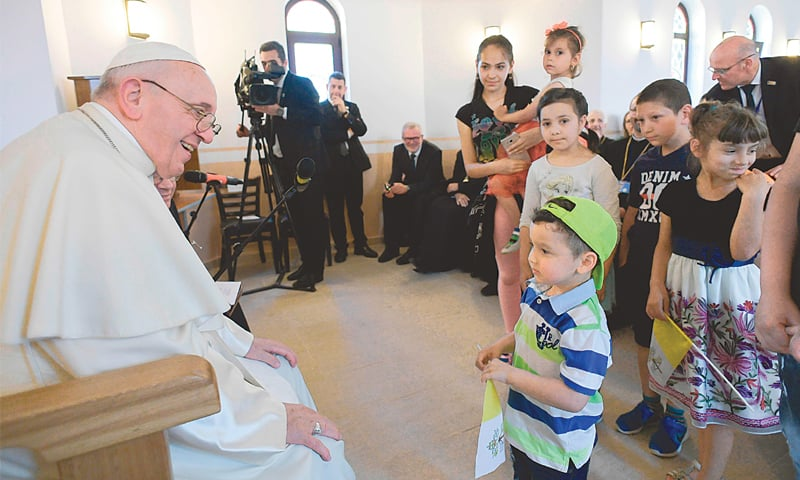 Pope apologises to Roma for Catholic Church's 'discrimination'