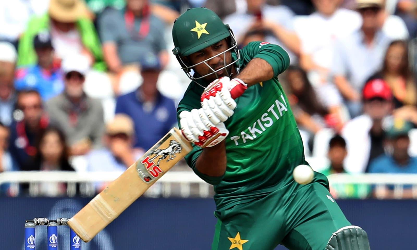 کپتان سرفراز احمد نے 44 گیندوں پر 55 رنز کی اننگز کھیلی — فوٹو: اے پی