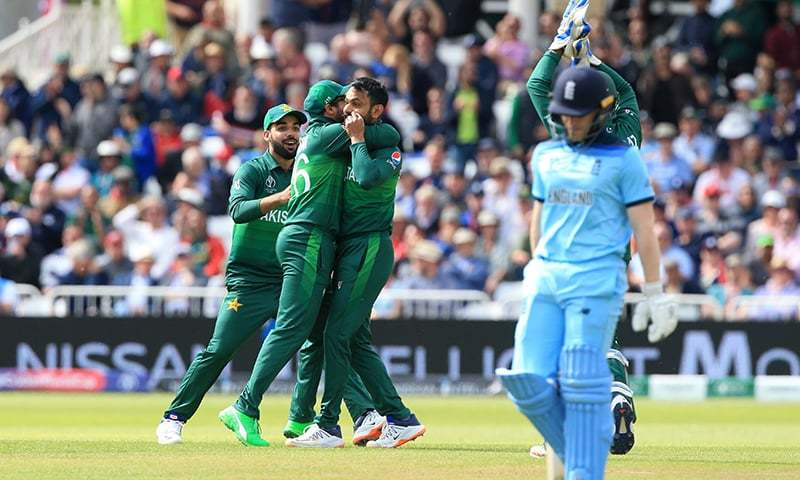 Mohammad Hafeez (3rd L) celebrates with teammates after taking the wicket of England's captain Eoin Morgan during the 2019 Cricket World Cup group stage match between England and Pakistan. -- AFP