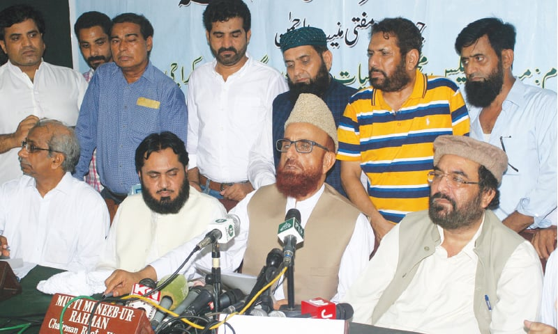 KARACHI: Ruet-i-Hilal Committee chairman Mufti Muneebur Rehman announces sighting of the Shawwal moon during a press conference on Tuesday.—White Star
