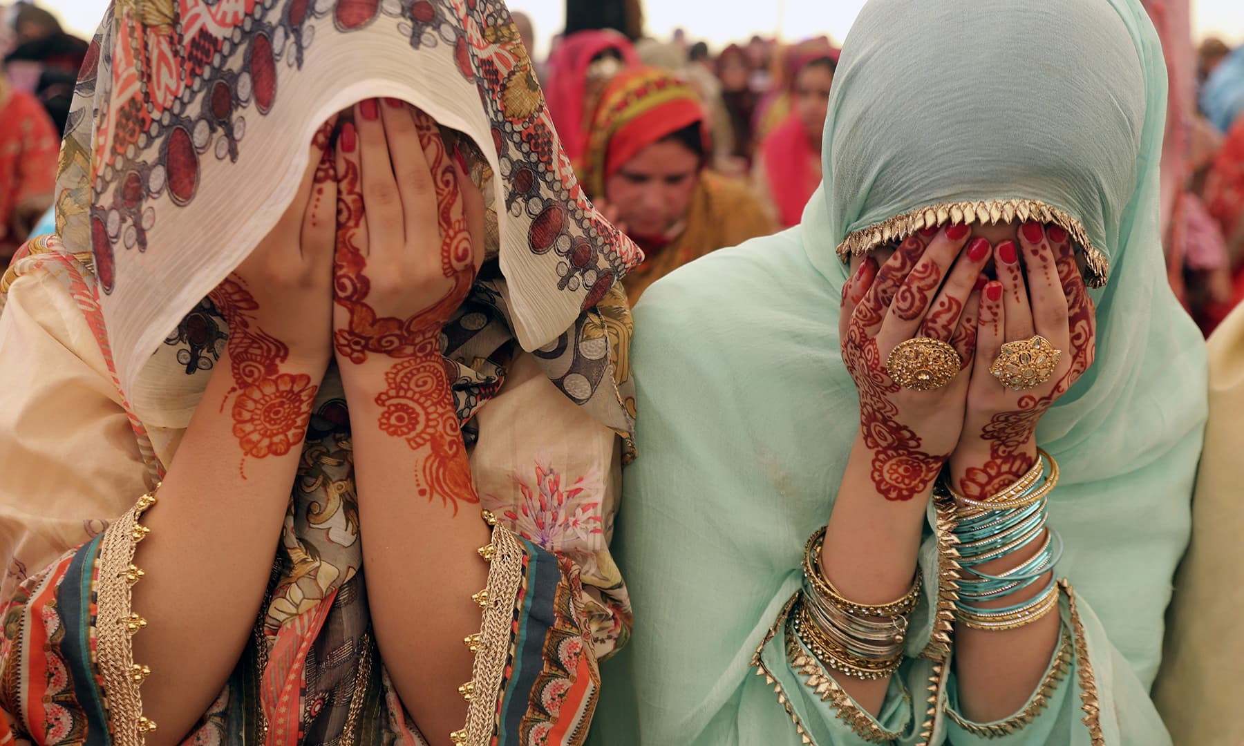 Muslims pray on Eidul Fitr in Lahore on Wednesday, June 5. — AP
