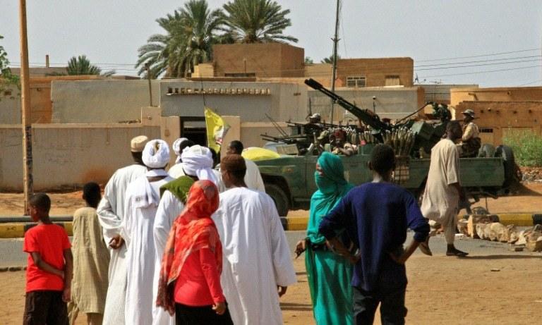 سوڈانی حکام نے اعتراف کیا کہ درجنوں افراد ہلاک ہوئے ہیں مگر تعداد 100 سے تجاوز نہیں کی۔ — فوٹو/اے ایف پی
