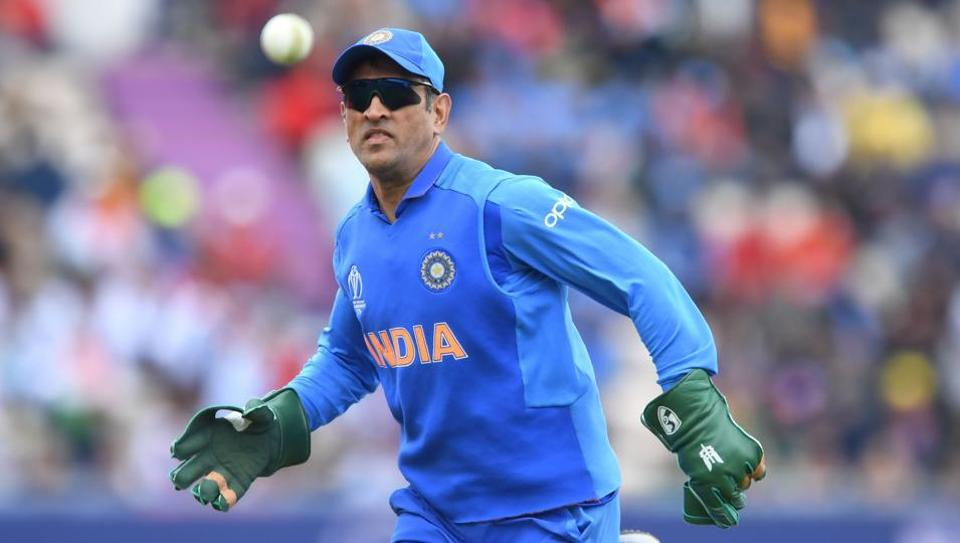 "The ""Balidaan Badge"" or the Indian army insignia, as seen in this picture, was spotted on Mahendra Singh Dhoni's gloves during India's opening game in the ongoing World Cup. — AFP"