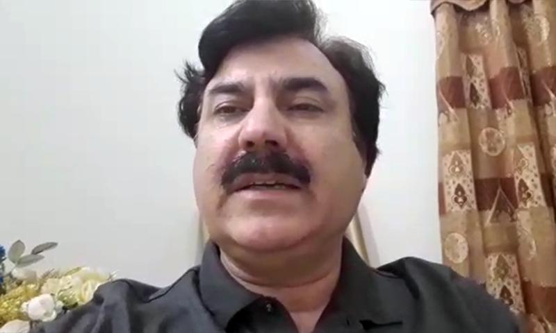 خیبرپختونخوا کے وزیر اطلاعات شوکت یوسفزئی ڈان نیوز سے گفتگو کر رہے ہیں — اسکرین شاٹ