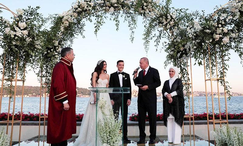 شادی کی تقریب دریا کنارے پرتعیش ہوٹل میں منعقد کی گئی—فوٹو: اے ایف پی