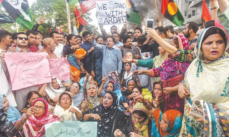PPP leaders and supporters protest outside the press club on Monday.—Fahim Siddiqi / White Star