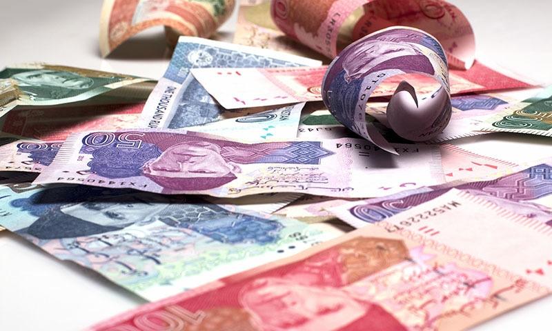 گذشتہ 2 سالوں کے درمیان مالی خسارے میں اضافے کے باعث طلب میں دباؤ دیکھنے میں آیا — تصویر: شٹر اسٹاک