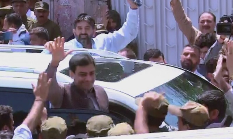 Leader of the Opposition in the Punjab Assembly Hamza Shahbaz waves to supporters upon his arrival at the LHC. — DawnNewsTV