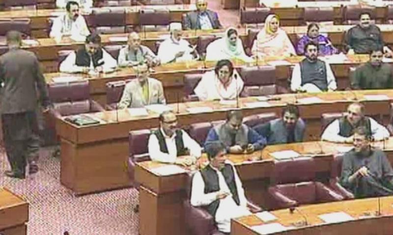 قومی اسمبلی کے اجلاس میں وزیر اعظم عمران خان بھی شریک تھے — فوٹو: ڈان نیوز