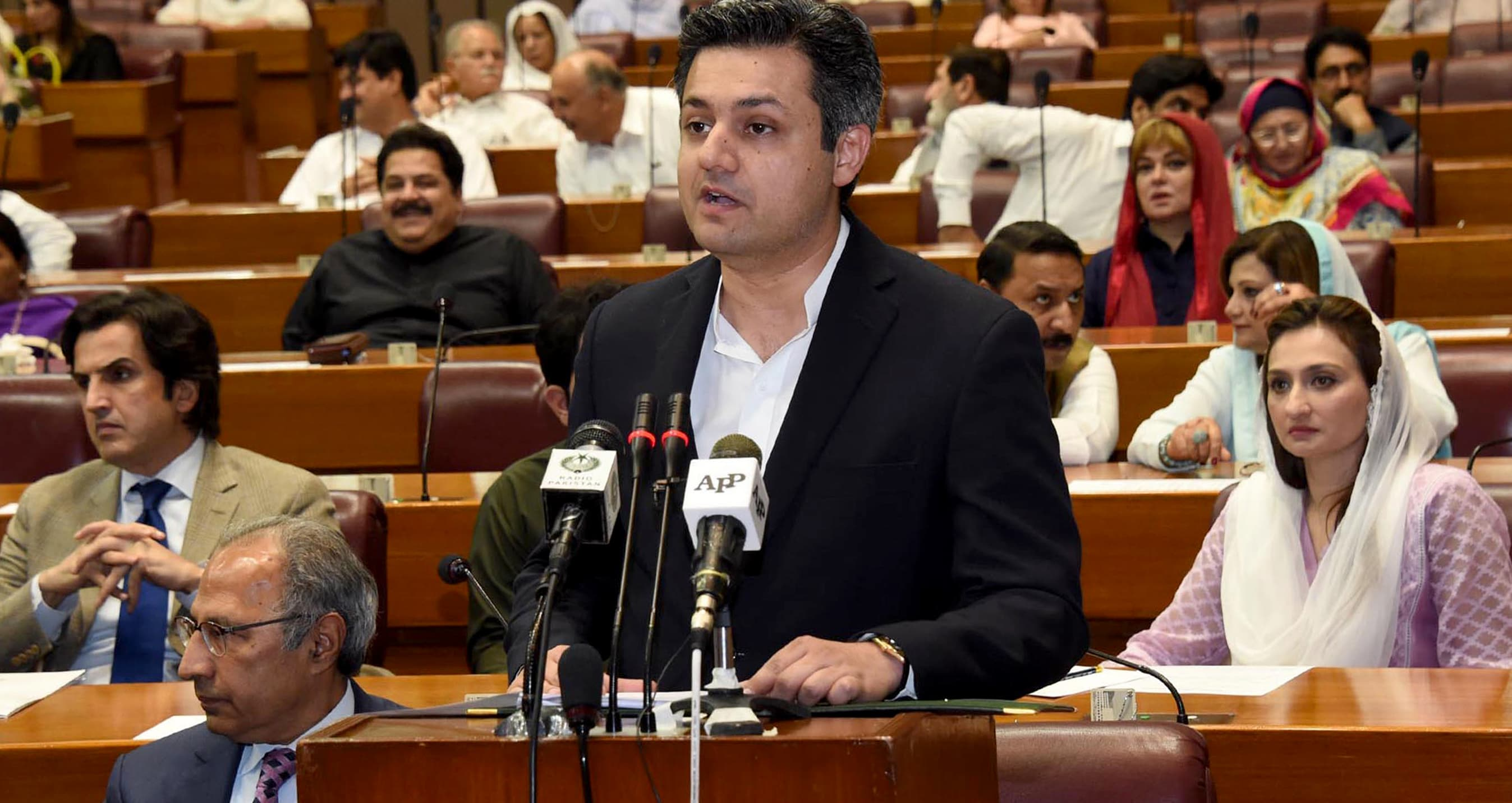 Minister of State for Revenue Muhammad Hammad Azhar delivers the Budget Speech 2019-2020 in the National Assembly. ─ APP