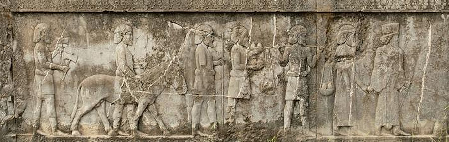اپادن محل میں تراشیدہ Indians کی شکلیں
