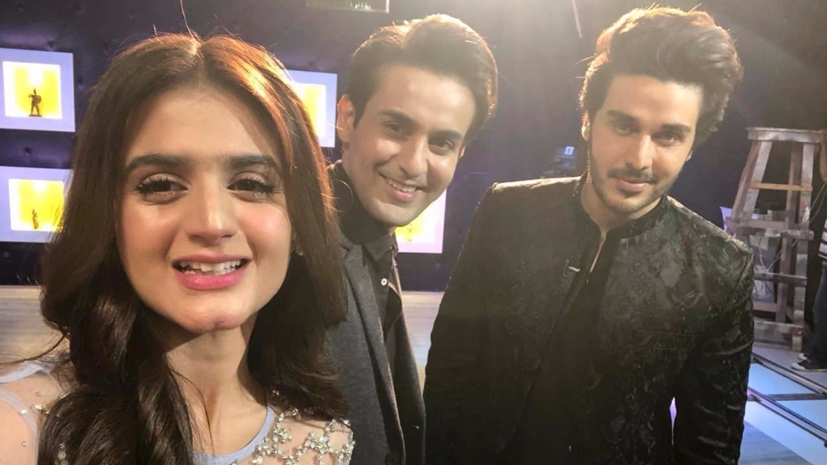Khan takes a selfie with Hira Mani and Affan Waheed on set
