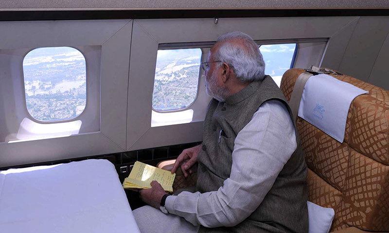 بھارتی وزارت خارجہ کے مطابق وزیر اعظم اومان اور ایران کا متبادل راستہ اختیار کریں گے۔ — اے ایف پی/فائل فوٹو