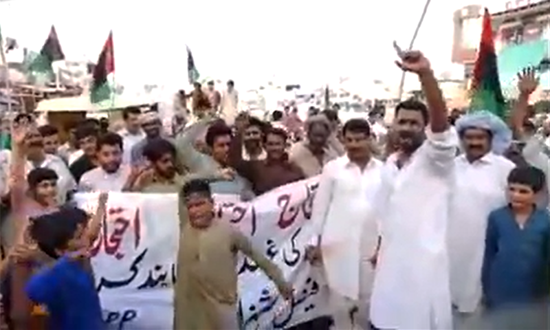 PPP supporters protest against the arrest of party leader and former president Asif Ali Zardari in Mandi Bahauddin. ─ Photo by author
