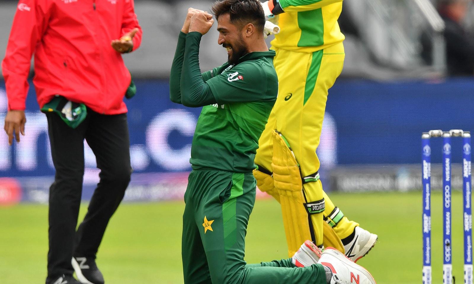 عامر کی بہترین باؤلنگ کے باوجود قومی ٹیم فائدہ نہ اٹھا سکی—فوٹو:اے ایف پی