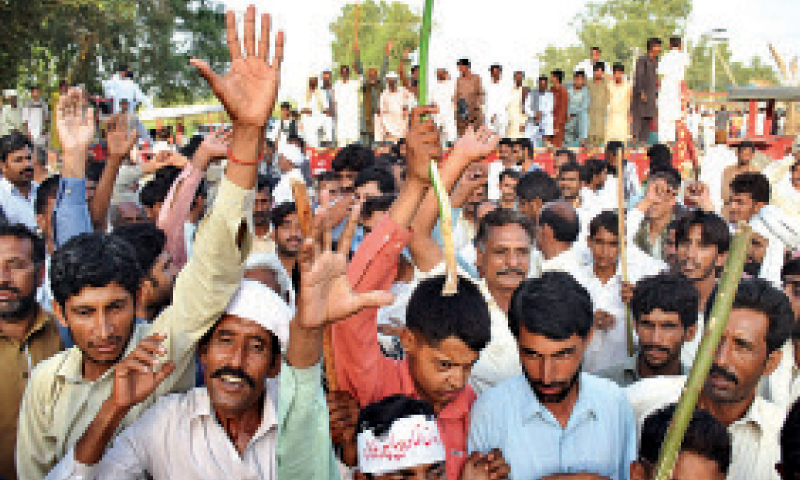 After the protesters reached Khairpur Gumbo they also staged a demonstration on Pangrio-Jhuddo road. — Dawn/File