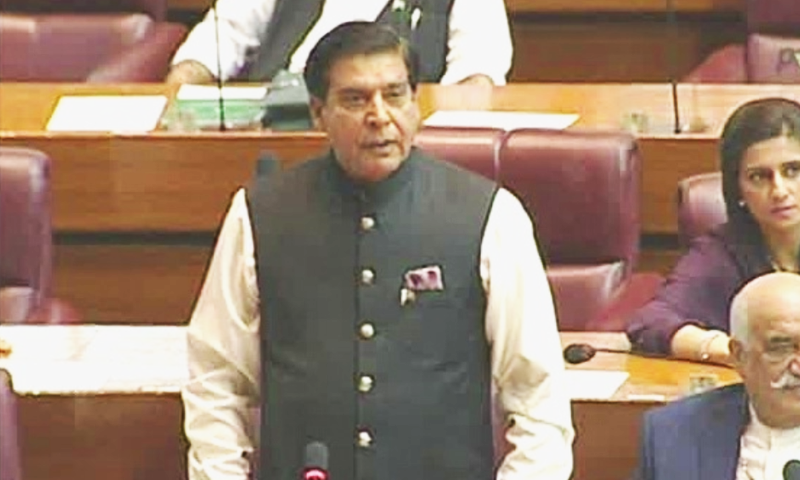 The National Assembly budget session on Friday started in chaos as PTI MNAs created a ruckus while former prime minister Raja Pervez Ashraf tried to address the assembly. — DawnNewsTV