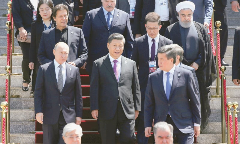 Bishkek: Prime Minister Imran Khan with the Presidents of seven countries who attended the Shanghai Cooperation Organisation summit on Friday. China's Xi Jinping and Russia's Vladimir Putin are seen in the row before Imran's while others in the picture are Iranian leader Hassan Rouhani, Belarus's Alexander Lukashenko, Kyrgyzstan's Sooronbay Jeenbekov, Kazakhstan's Kassym-Jomart Tokayev and Tajikistan's Emomali Rakhmon.—Reuters