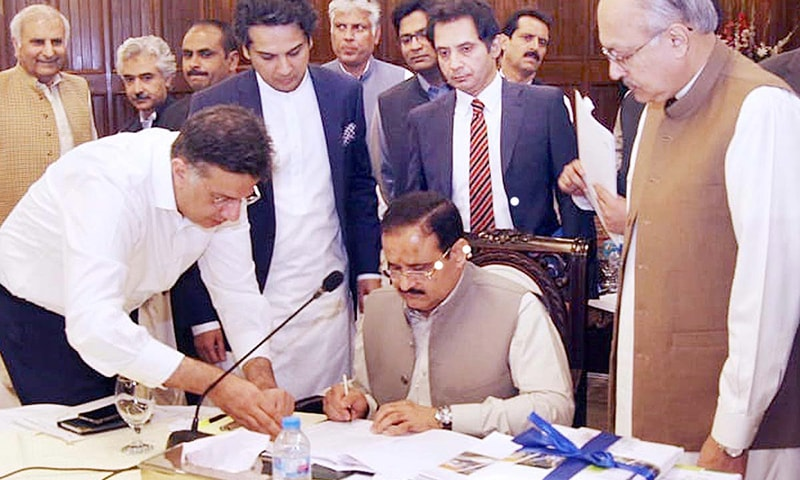 Punjab Chief Minister Usman Buzdar signs on the document of provincial budget 2019-20. — APP