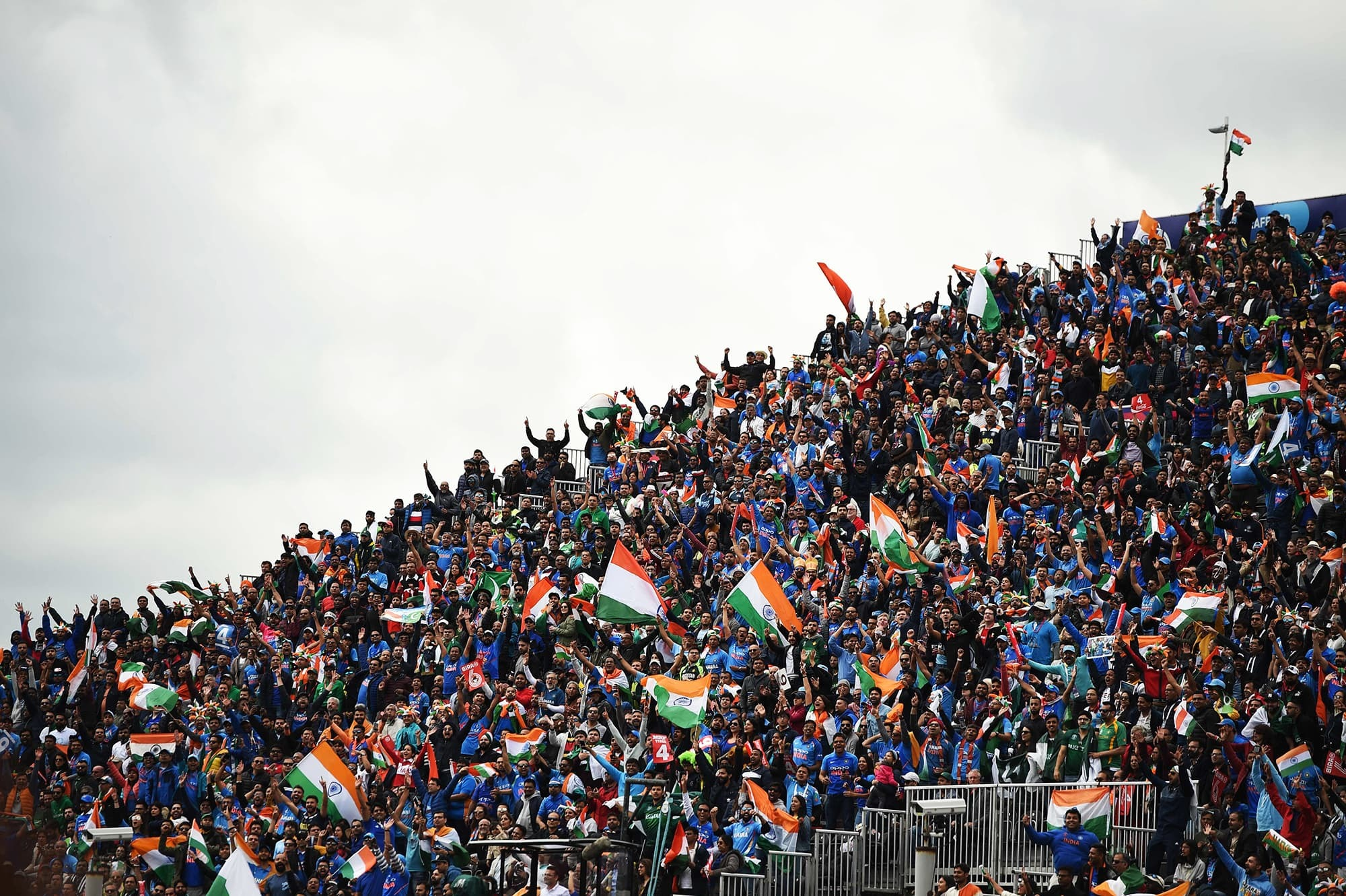 India and Pakistan supporters cheer on their teams during the 2019 Cricket World Cup group stage match between India and Pakistan at Old Trafford in Manchester, north-west England, on June 16, 2019. (Photo by Oli SCARFF / AFP) / RESTRICTED TO EDITORIAL USE — AFP