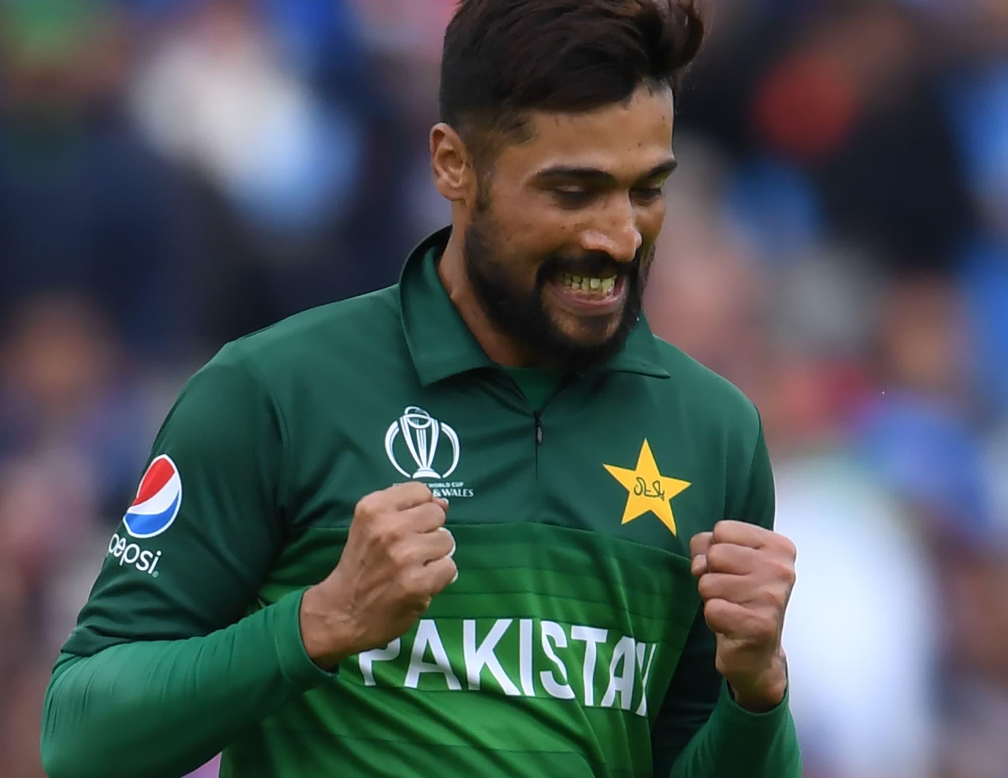 Mohammad Amir celebrates after his dismissal of Virat Kohli. ─ AFP